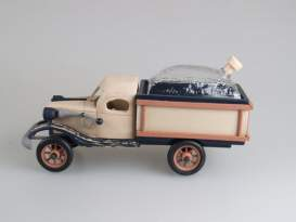 Drevené auto 3015 s kupou 0,5 l