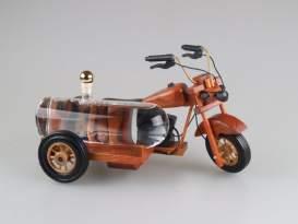 Drevená motorka s cisternou